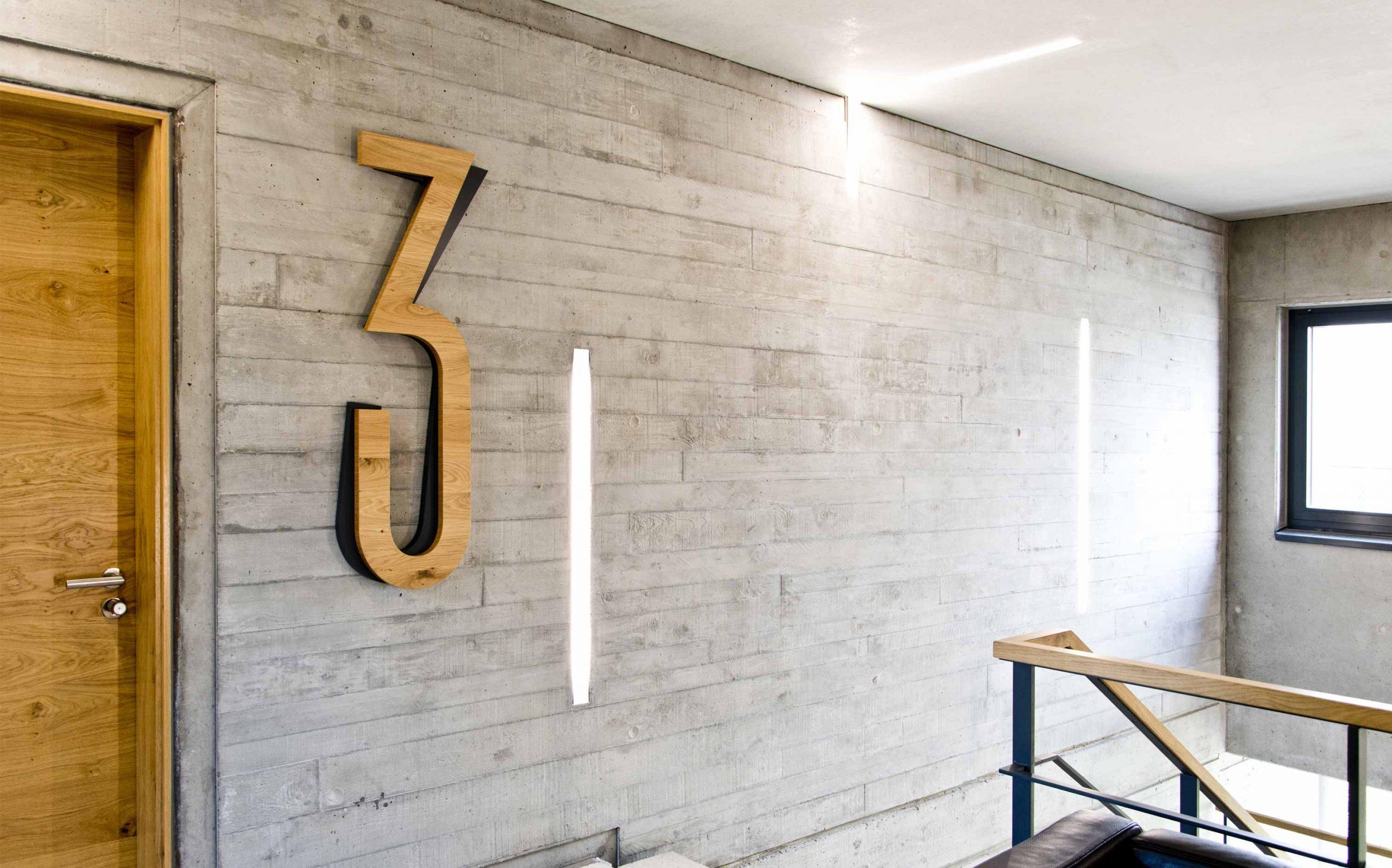 Leit- & Informationssystem The Beach, Düsseldorf | Etagenkennzeichnung OG3 | Keywords: Etagenkennzeichnung, Signaletik, Leitsystem, Orientierungssystem, Büro, Office, Design, Grafikdesign, Typografie